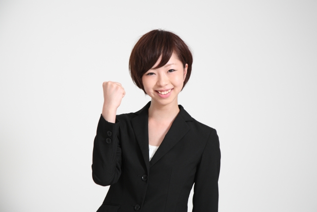 <p>就職活動で着用するスーツのインナー、カットソータイプ</p>